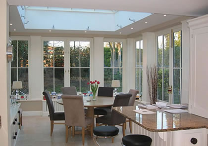 Orangery near Twickenham and Richmond extends the kitchen and family dining area